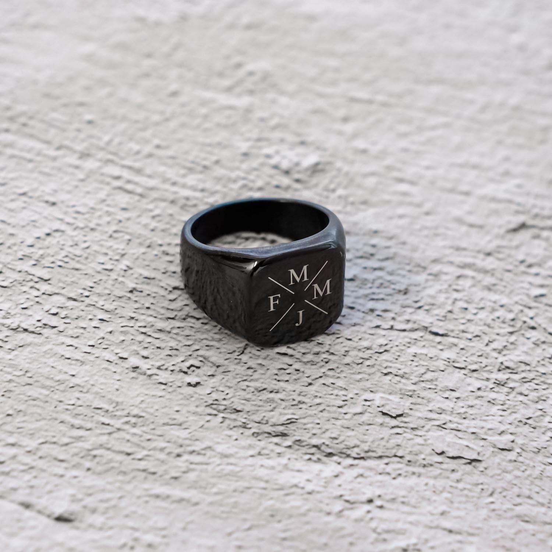 zwarte heren ring met initialen