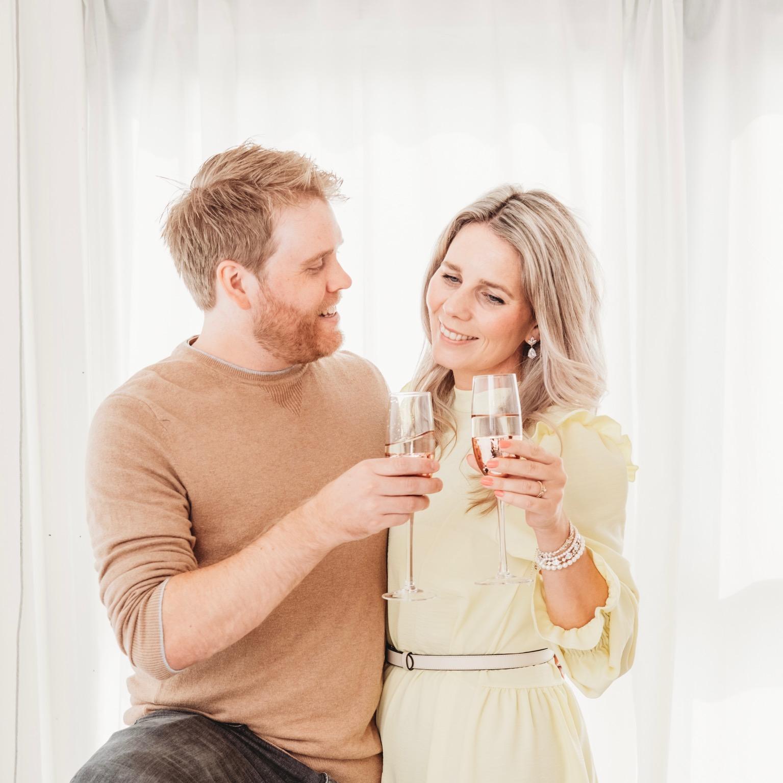 man en vrouw met drankje