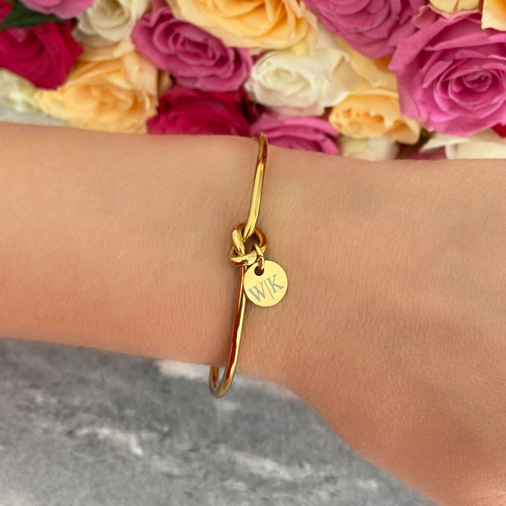Knoop armband graveerbaar met muntje goudkleurig